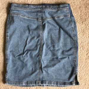 Old Navy Maternity Skirts - Old Navy Maternity Denim skirt 🤰🏽🌺